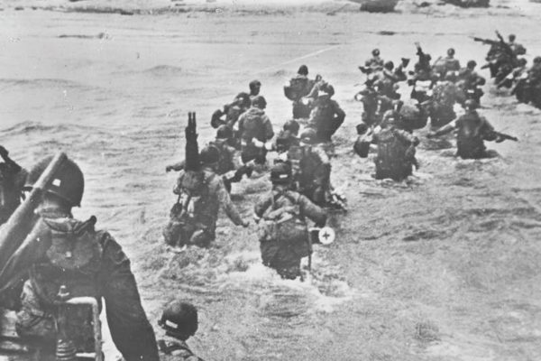 beaches-allied-troops-normandy-beach-2447